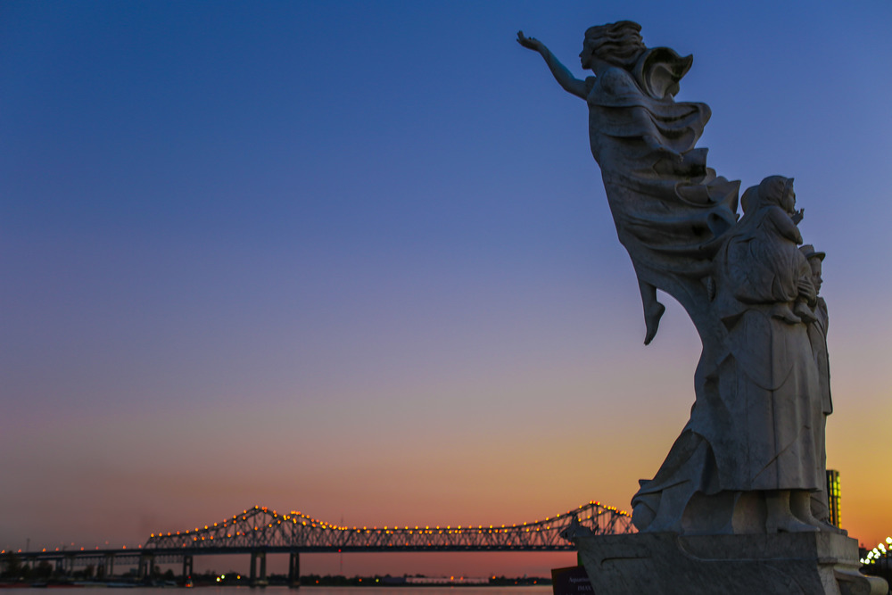 immirgant statue-0099.jpg