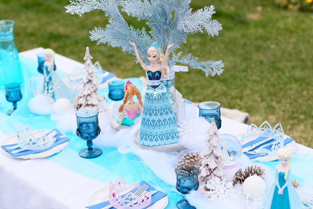 A gorgeous FROZEN Kids table setup for rent! @inJOYtheParty