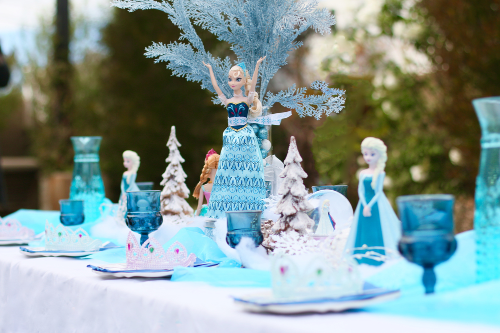 "Frozen character dolls, cool blues, silvery whites, & wintery accents! Brrrrr I feel ""Frozen""! @inJOYtheParty"