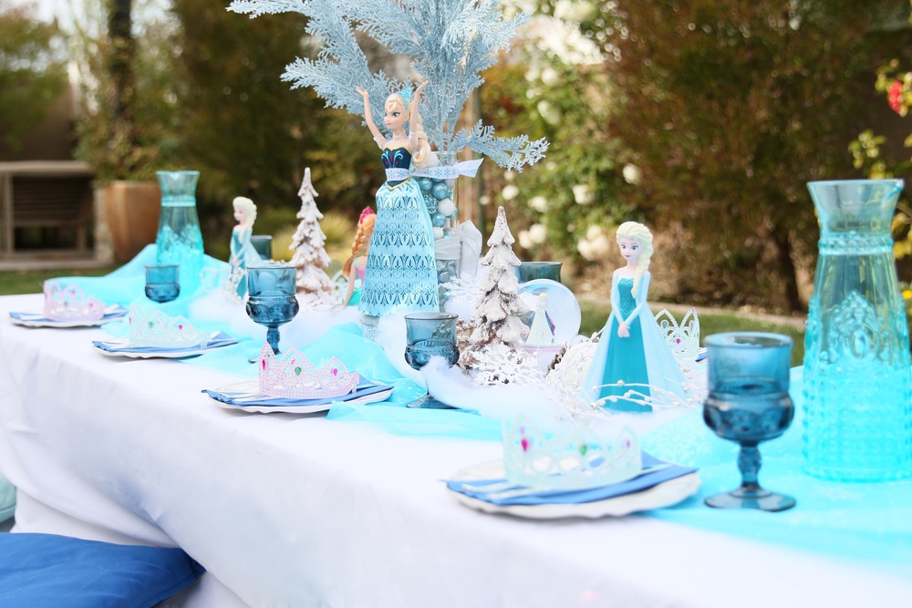 An impecable FROZEN table setup - All for rent! @inJOYtheParty