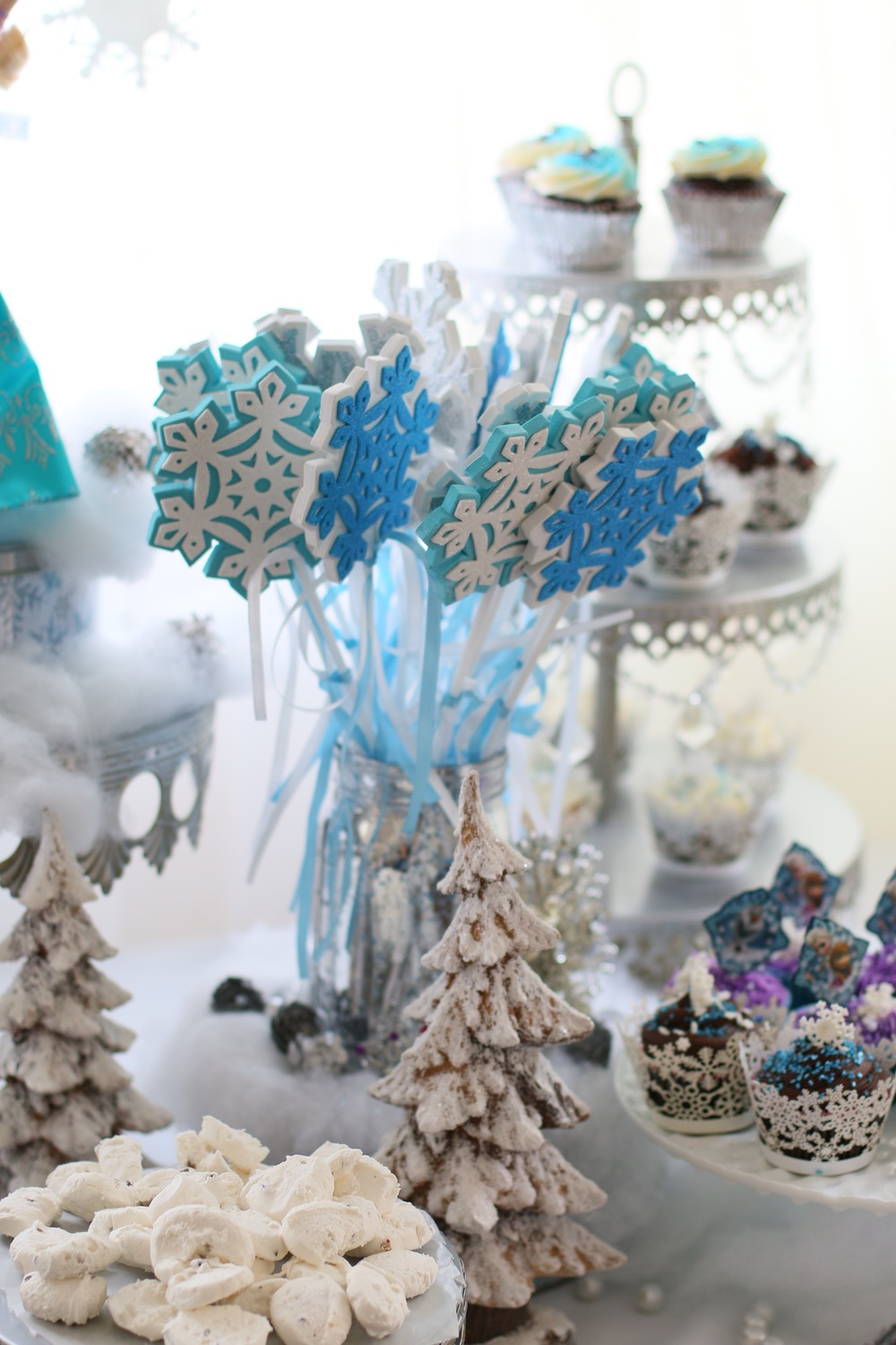 Party Favors - A great add on to our FROZEN rental package! @inJOYtheParty