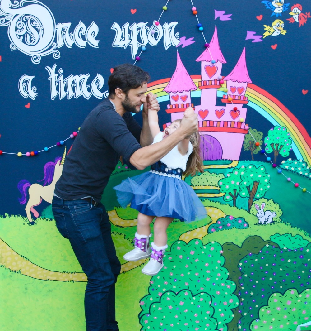 A CHALK SHOT Backdrop for a PRINCESS Birthday Party! @inJOYtheParty