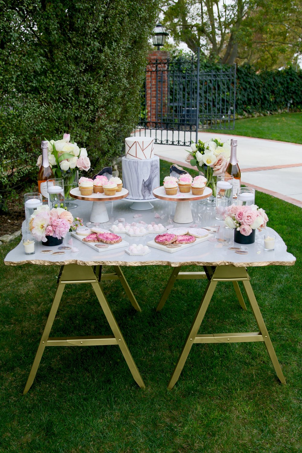 This gemstone inspired collection is the perfect modern tablecape for any bride or mama-to-be! All available to rent from @injoytheparty!