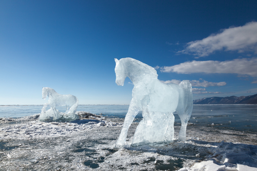 Unfreeze those horses - turn your topic into a story. Shutterstock: http://ow.ly/zbfwz