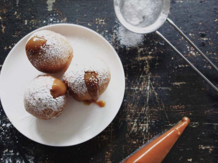 ricotta donuts with caramel sauce