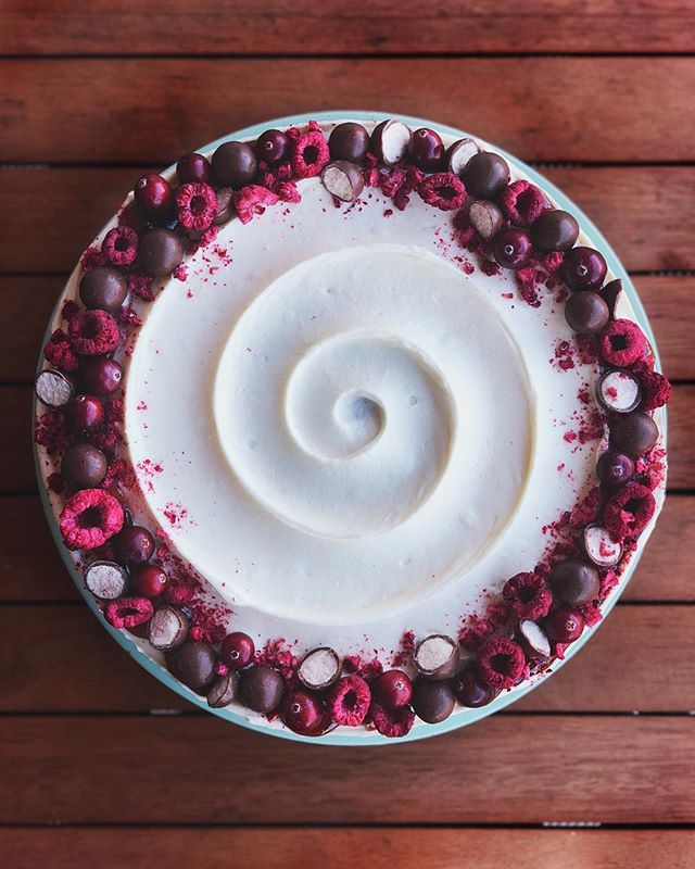 If you've never had a raw cranberry, don't... A special carrot cake for my very first Thanksgiving in New York 🎂 #carrotcake