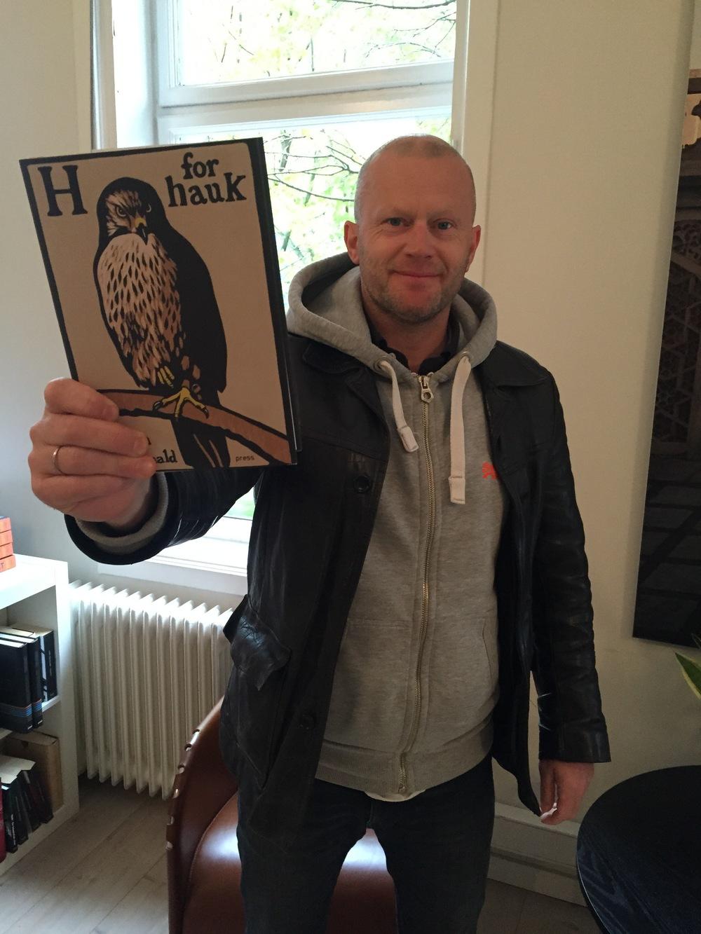 Forlagsredaktør Finn Totland anbefaler H for hauk (og Helen!)