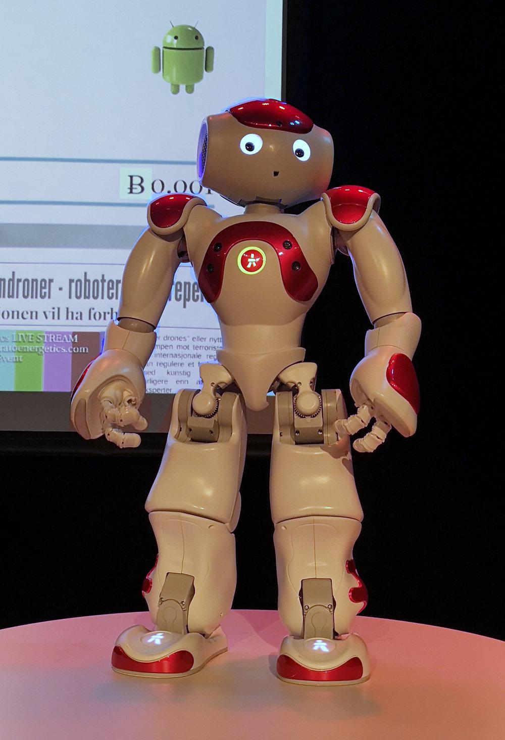 Danserobot:  Ottar Osen fra NTNU Ålesund, hadde med en dansende robot til sitt foredrag i Storyville. Foto: Sunniva I. Nerbøvik