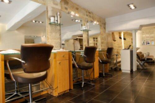 en plein cur du marais dans la rue saint paul le salon artistes coiffeurs coloristes est fort dune grande expertise en matire de coloration - Bon Coloriste Paris