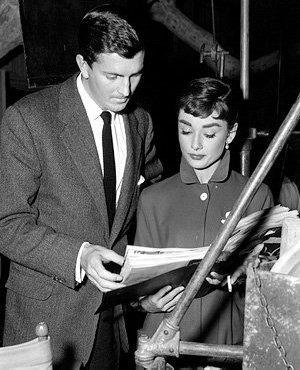 Audrey-Hepburn-and-Hubert-de-Givenchy-audrey-hepburn-22930067-300-370.jpg
