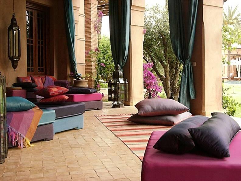 inexpensive-ways-to-decorate-your-backyard.jpg