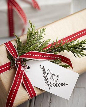 normal_hand-stamped-joyeux-noel-gift-tags.jpg