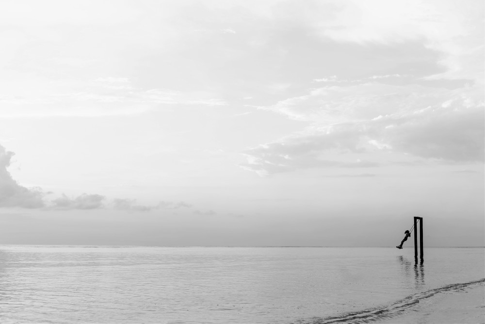 SCHOMMELEN IN OCEAANGELUIDEN  Credit: Azrul Aziz via unsplash.com