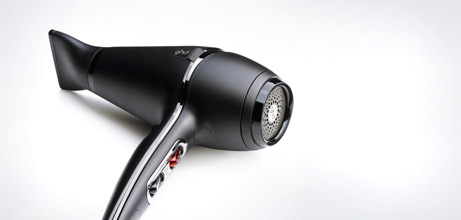 The ghd air is also a breeze to use thanks to an ergonomic design that makes it comfortable to hold for both left and right-handed users. -