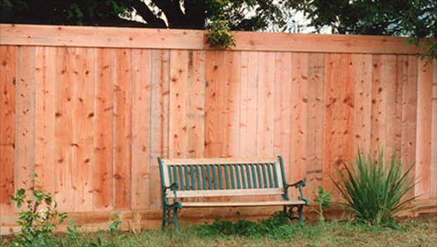 47_Santa Venetia Back Fence with 1x6 Top Trim .jpg