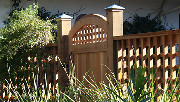 78_Wolf Canyon Arched Gate with Grid Window and Grid Side Fences.jpg