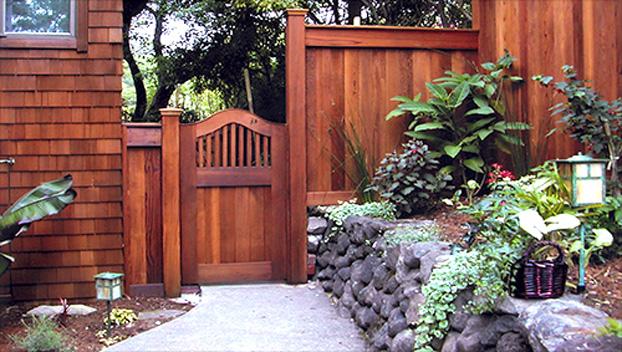 80_Belvedere Island Custom Eyebrow Pedestrian Gate .jpg