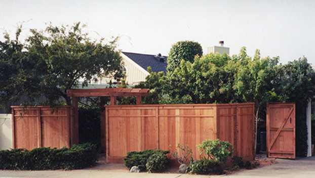 60_Belvedere Lagoon Front Privacy Fence with Accent Trim and Entry Arbor.jpg