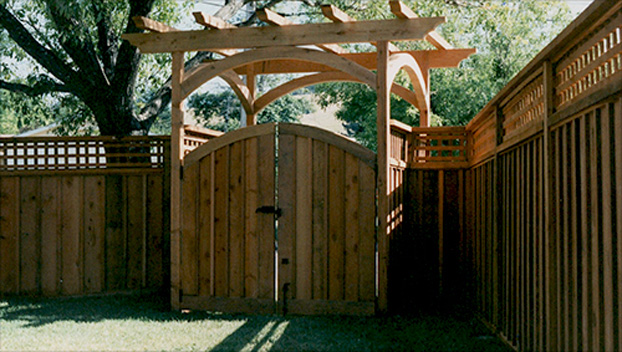 70_Vestibule Arbor with Arched Gate and Pinned in the Center Fence with Square Lattice Window.jpg