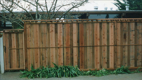 49_belvedere lagoon front privacy fence with architectural top feature.jpg