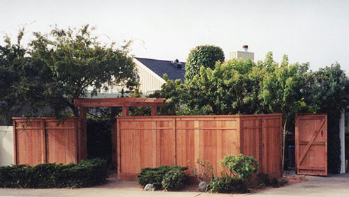 60_belvedere lagoon front privacy fence with accent trim and entry arbor-1.jpg