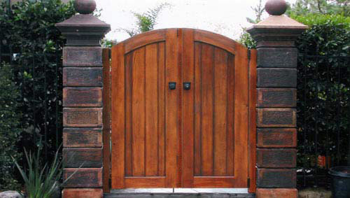 74_ross double front entry gates with stone block pillars .jpg
