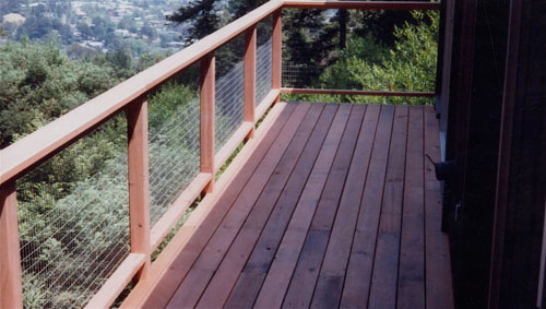 28_cantilevered deckand wire grid railing to maximize view.jpg