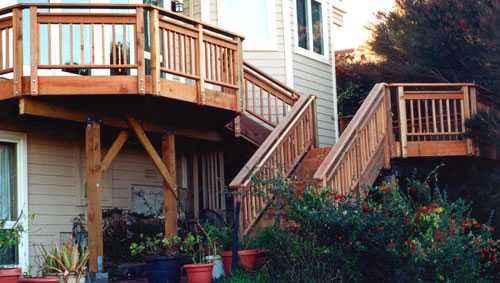 31_multilevel deckand stair access.jpg