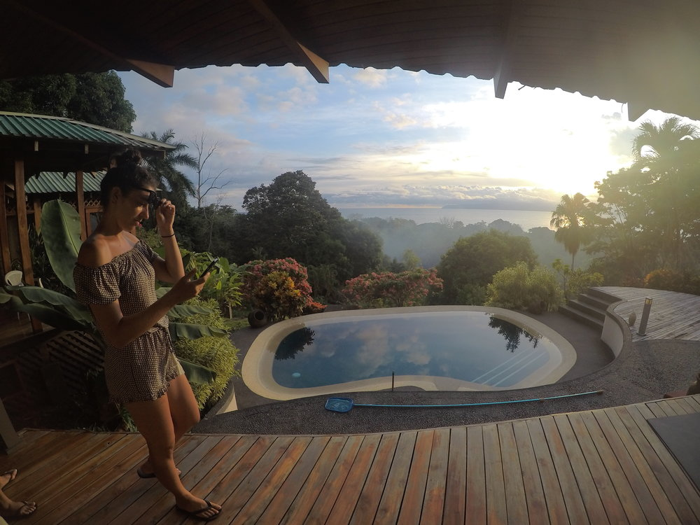 to date, i've never been on a yoga retreat in costa rica that didn't end at some house party with locals or ex-pats. ;-) but this beautiful pad really took the cake: life goals.