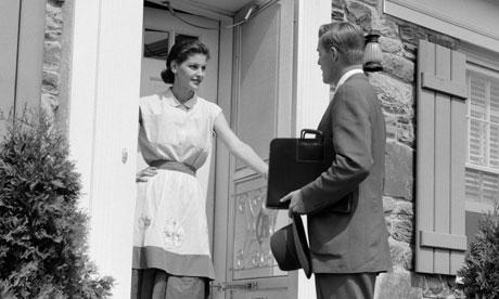 """""""Buen día señora, me regala 5 minutos de su valioso tiempo para escuchar la palabra de Siempre En Beta?"""""""