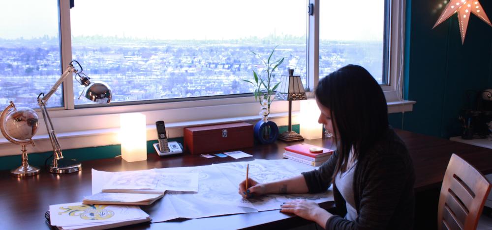 banner-liza-littlefield-versitle-artist-at-desk.png