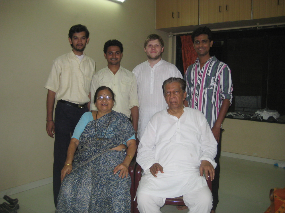 Family and gurubandus in Mumbai