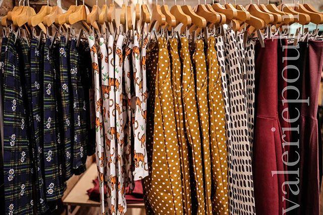 des vêtements pour toutes les palettes! 🎨 🌞 . #kids #clothes #handmade #montreal #slowfashion #colorful #motifs #fleurs #soleil #legging #kidsclothes #marchenene #nenepop #kidsstuff #petitatelierb #supayana #class #tiny