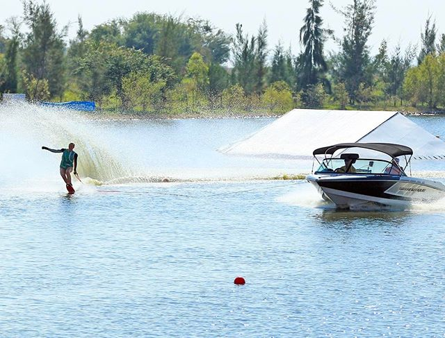 This is 1@41 (10.25 m) at the Pam Am Championships in Mexico in Nov 2016. Did I believe I could win? Absolutely- that confidence comes from having a plan & knowing the @nautiqueboats 200 is going to give me the perfect pull every time... so I can make my dreams a reality!  When you believe in your dreams & you surround yourself with people who support you- ANYTHING is possible!  Photo by @thomasgustafson