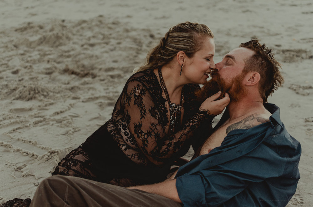 how to take intimate couples beach portraits