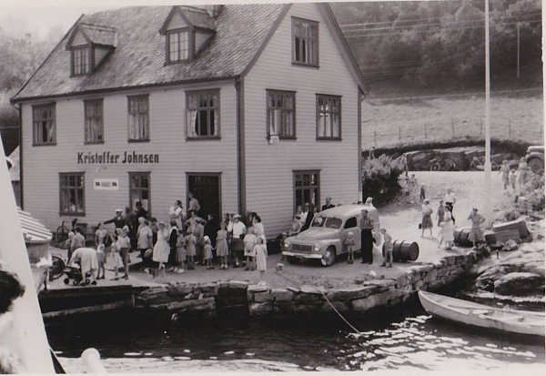 MS Midthordland til kai, laurdag i juli rundt 1960.