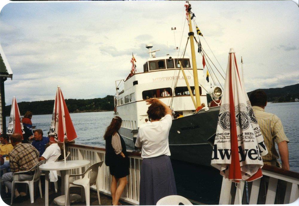 MS Midthordland til kai på Mandelhuset 1997
