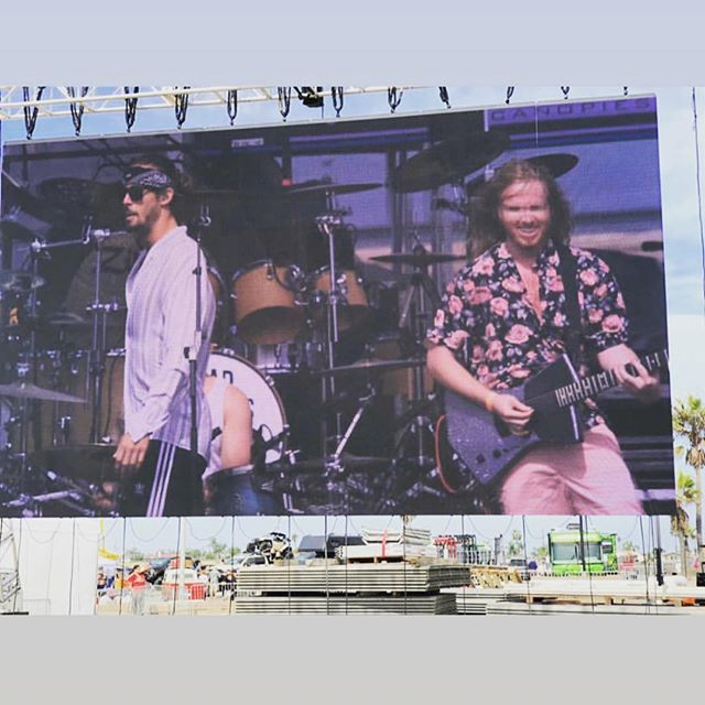 Big stage - big screen - big boys @zfgofficial @hightidebeachparty with @drewhagus