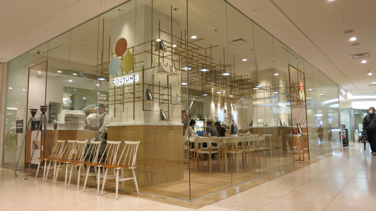 """Coutome"" cafe inside the Takashimaya Department Store, Futako-Tamagawa, Japan"