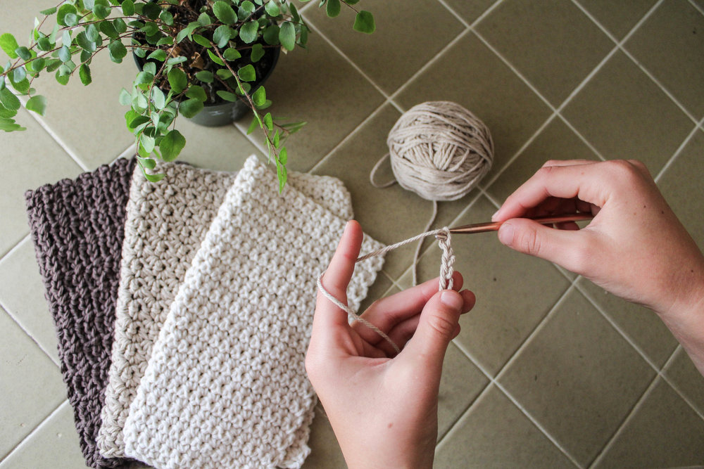 Free Beginner Crochet Dishcloth Pattern via bluecorduroy.com