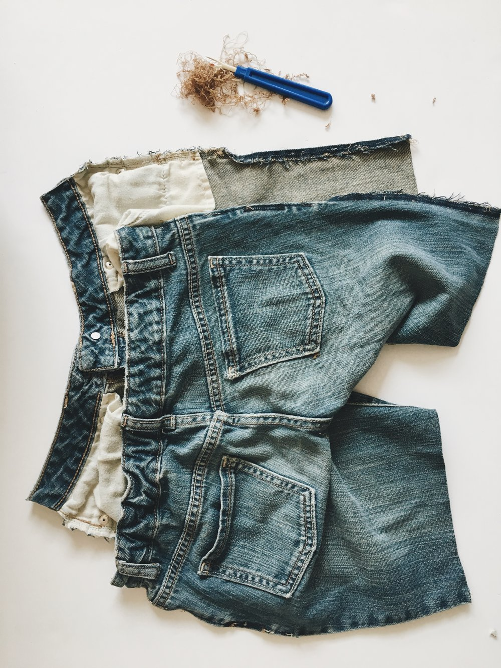 how to make your own jean cut-offs via bluecorduroy.com
