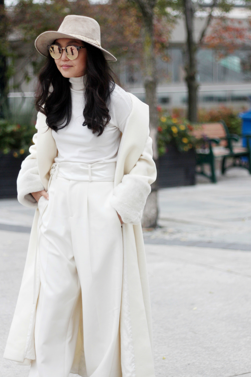 My favourite look from this set is definitely this shades of white look worn by Amarsana Gendunova.