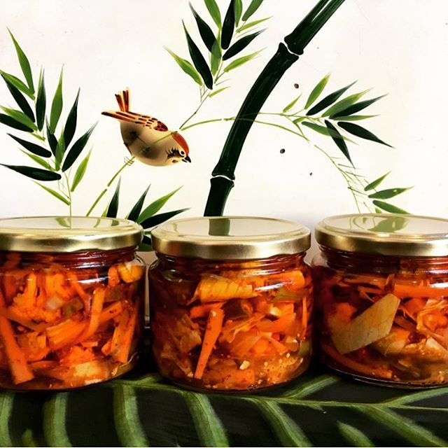 Mother In-law Pickles! Come and join us today for a tasting of these beauties @thefoodrepository 1:00 - 3:00pm Brunswick St! . . . . Made with love, care & patience by my boyfriend's mum. Margaret's pickle is four week process of infusion. First the vinegar solution, then the spices, these hand cut vegetables sit, soaking up all the lovely and complex flavours before they are ready to be bottled. . . . An absolute flavour explosion & highly addictive! Delicious! x