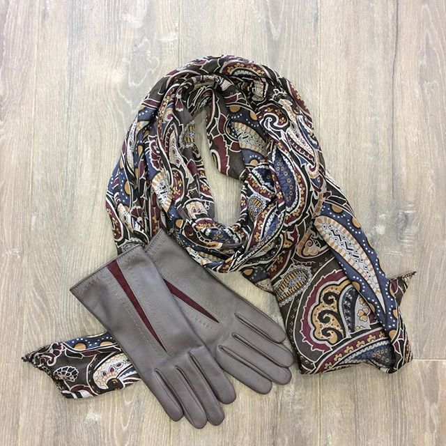 Grey gloves and scarf combo x