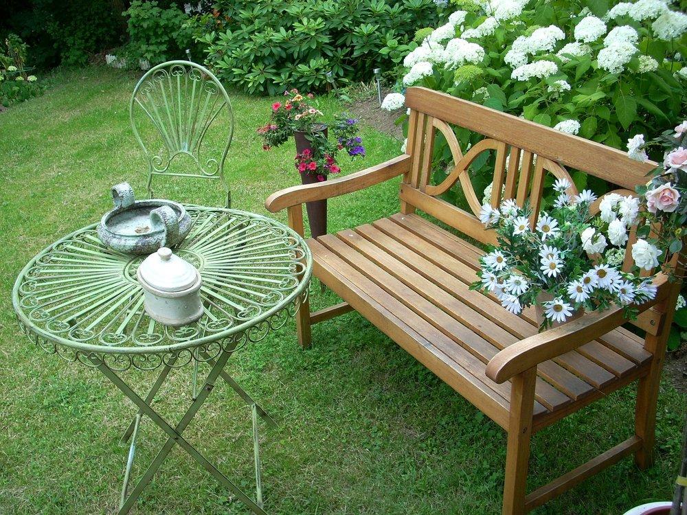 garden bench.jpg