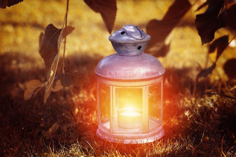 lantern-1035717_1920.jpg