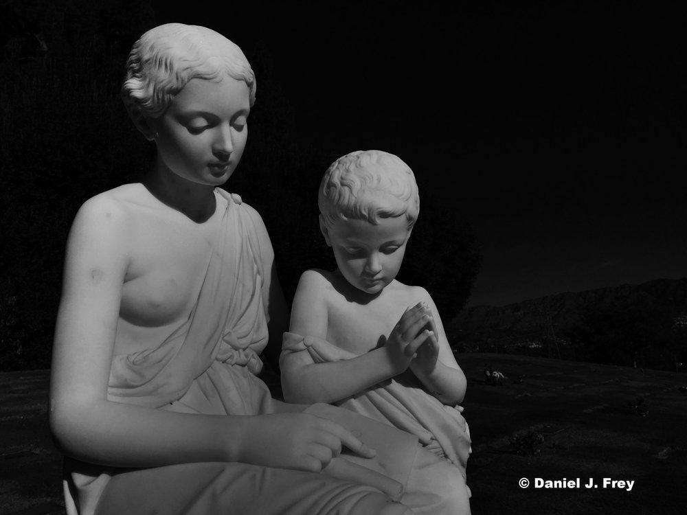 statue-motherandchild.jpg