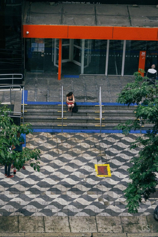 Frente ao Banco. Bela Vista, SP. 2015