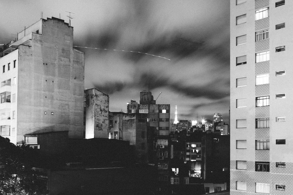 Helicóptero sobrevoa a região da Av. Paulista, em São Paulo, em noite de protestos a favor do impeachment da Pres. Dilma Roussef. 16.03.2017