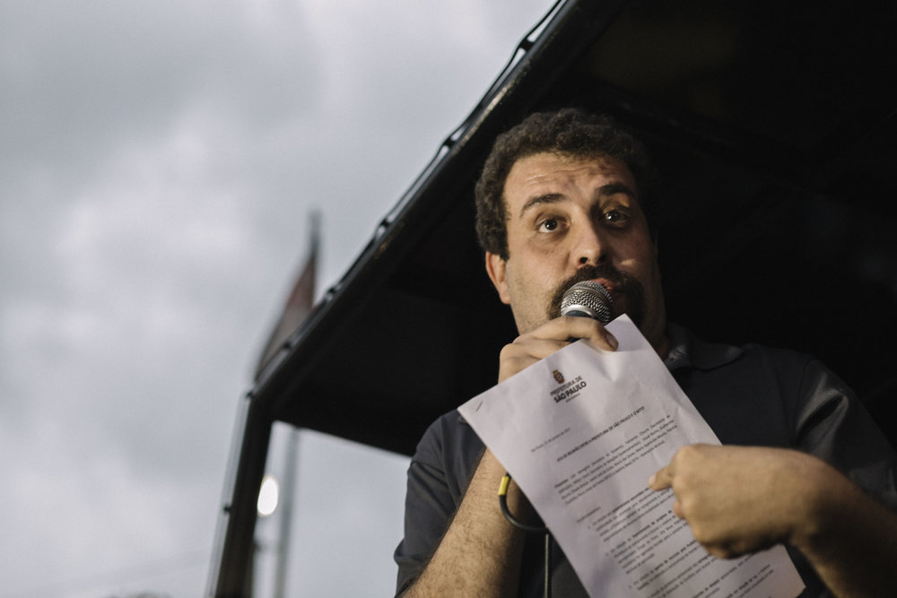Guilherme Boulos, líder do MTST, em ato em frente a prefeitura de São Paulo. Janeiro, 2017.